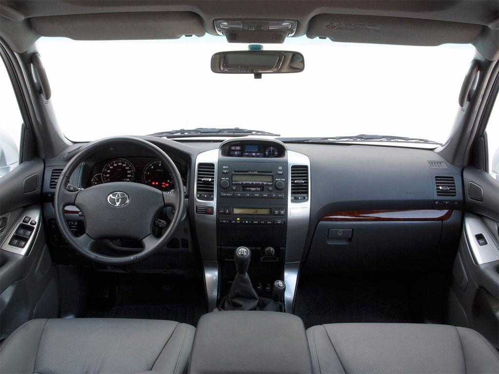 За рулем автомобилисту будет удобно, независимо от его роста и веса. В отличии от других японских авто, здесь водительское кресло подходит для людей с разными габаритами.