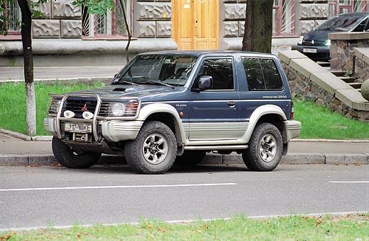 3-дверная версия автомобиля выглядит компактнее, но при этом в ней не увезешь много груза.
