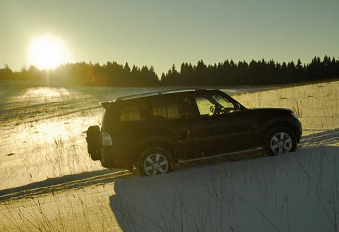 Автомобиль отлично чувствует себя на снегу. Единственная опасность — посадка на «брюхо».