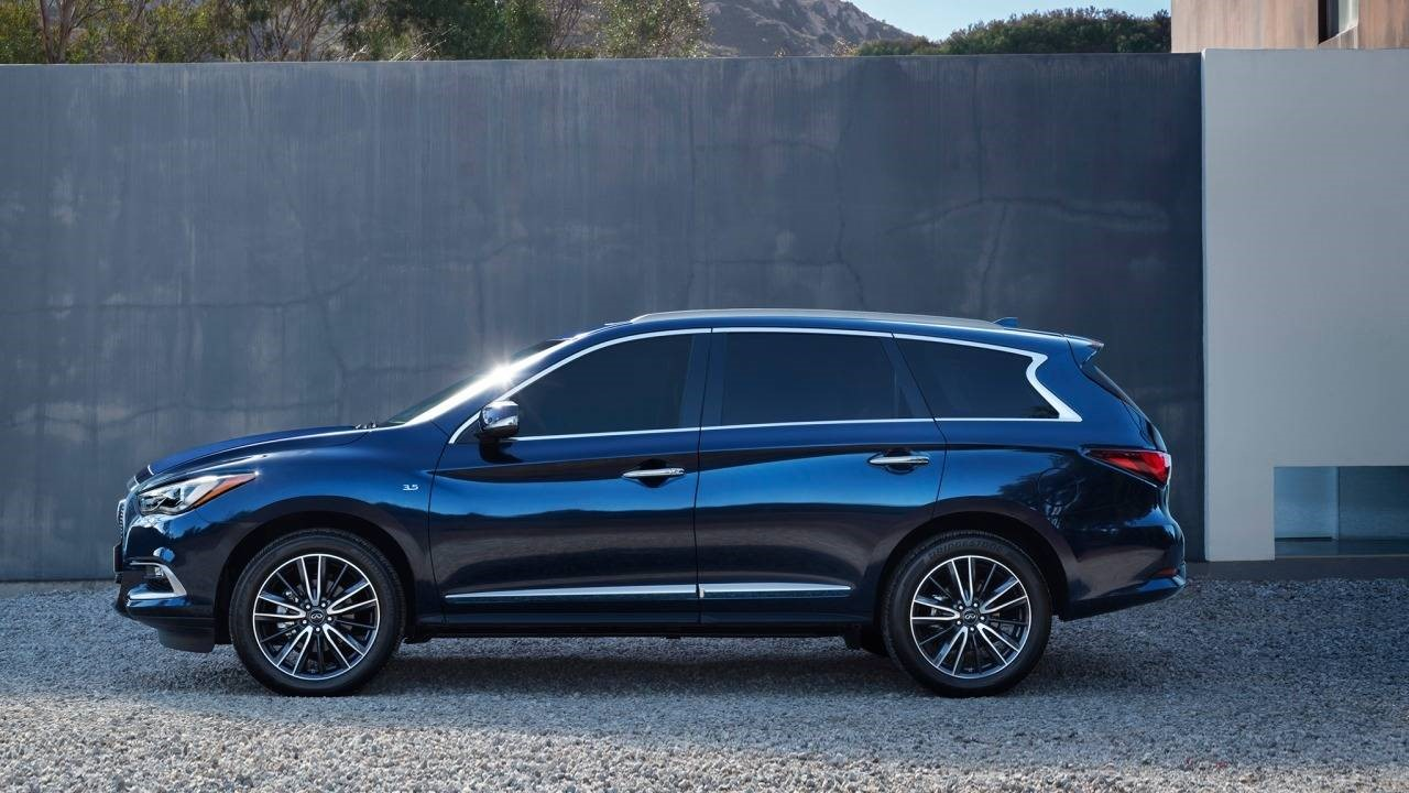 Автомобиль Инфинити QX60 2017-го года