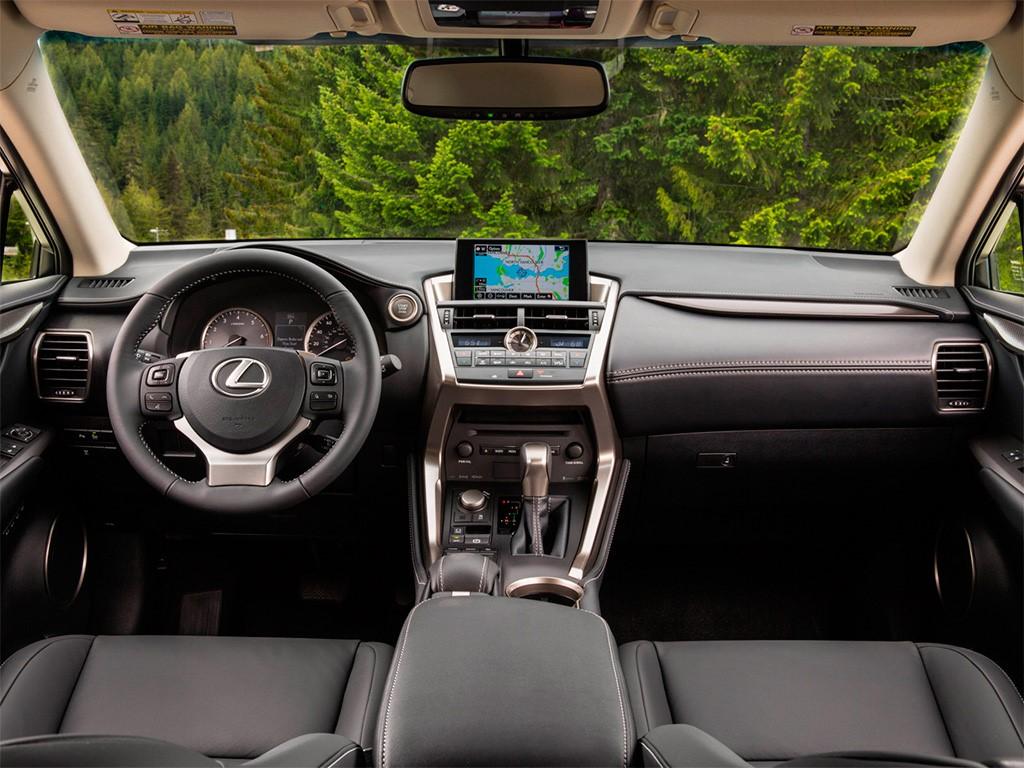 Салон авто выполнен из качественных материалов