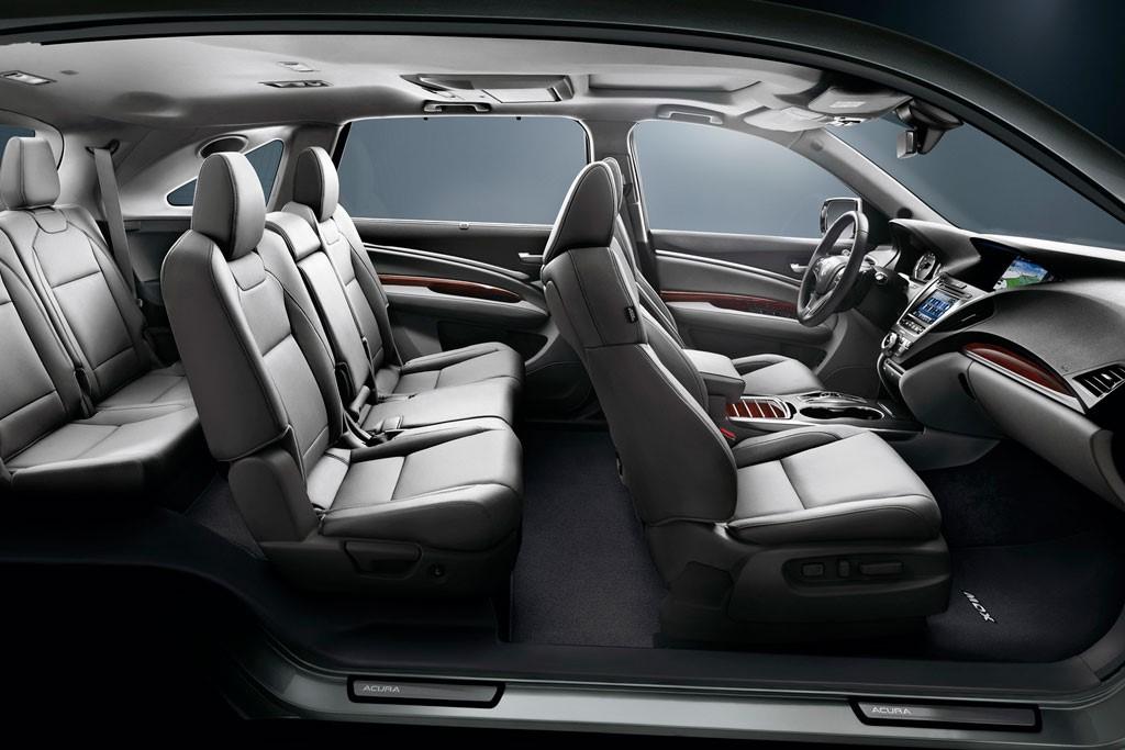 Пассажиры на задних сиденьях смогут воспользоваться специальным мультимедийным дисплеем