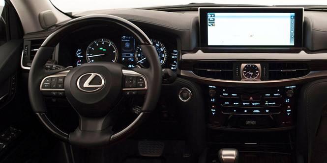 Водителю доступно множество опций облегчающих процесс управления