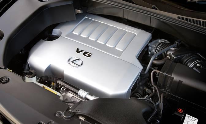 Рисунок 4. Под капотом авто расположился 6-тицилиндровый двигатель