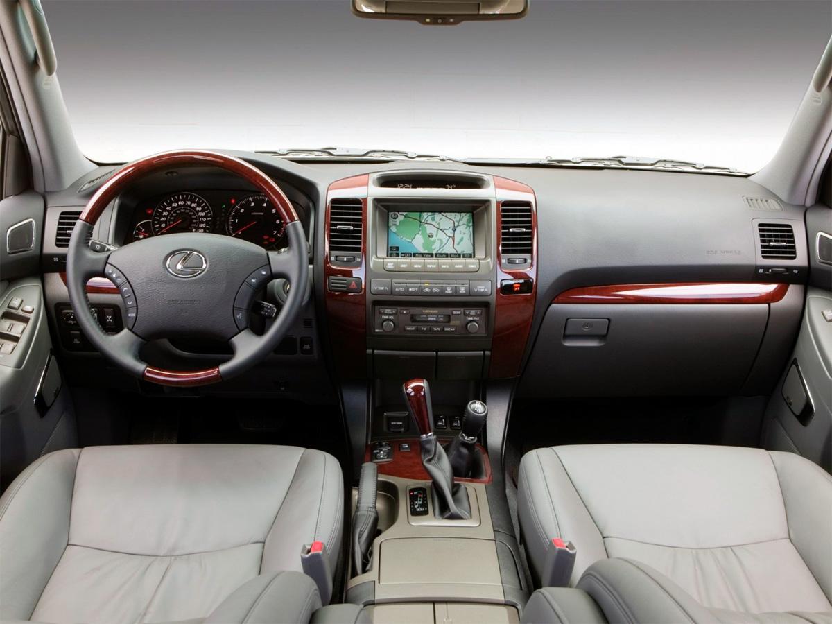 LexusGX470 – брендовый внедорожник, ставший классикой люксового сегмента