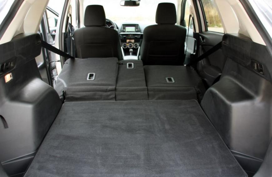 Рис. 6. Багажник CX-5 при сложенных креслах второго ряда.