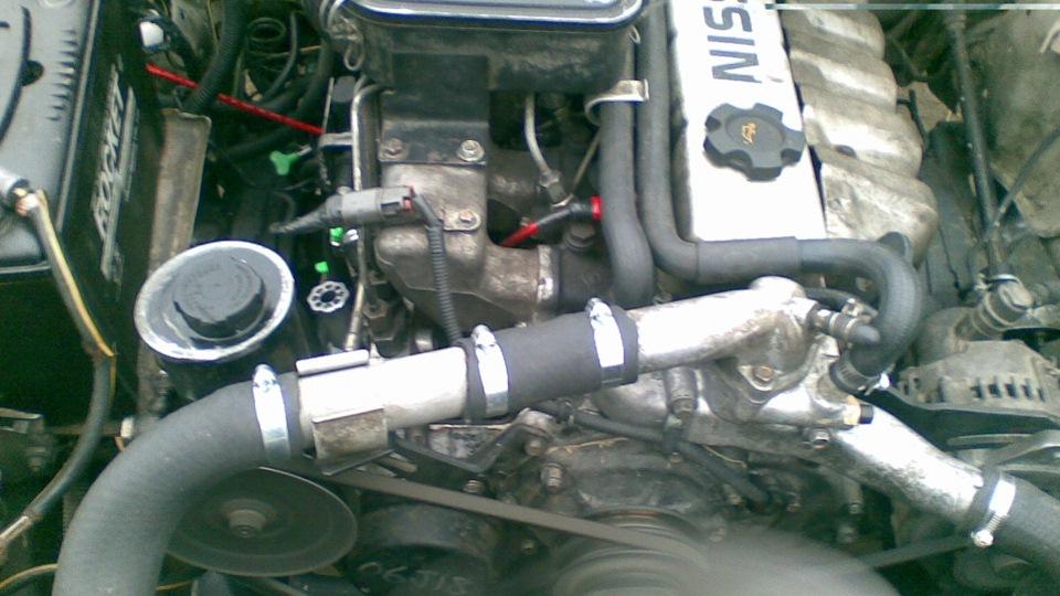 Рис. 2. Подкапотное пространство модели с 4,2-литровым мотором.