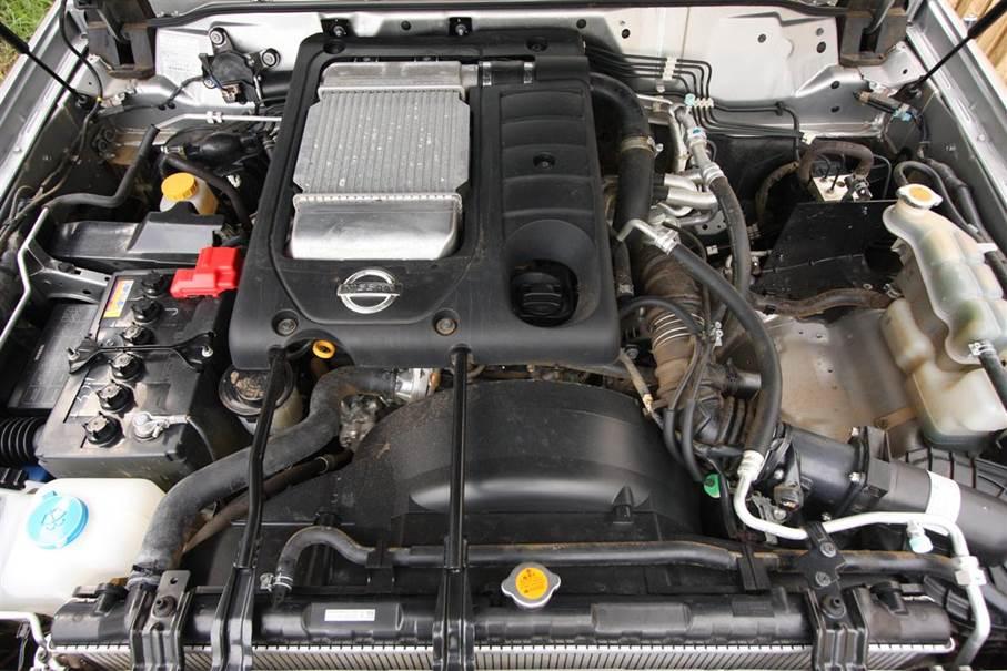 Рис. 3. Трёхлитровый бензиновый мотор Nissan Patrol.