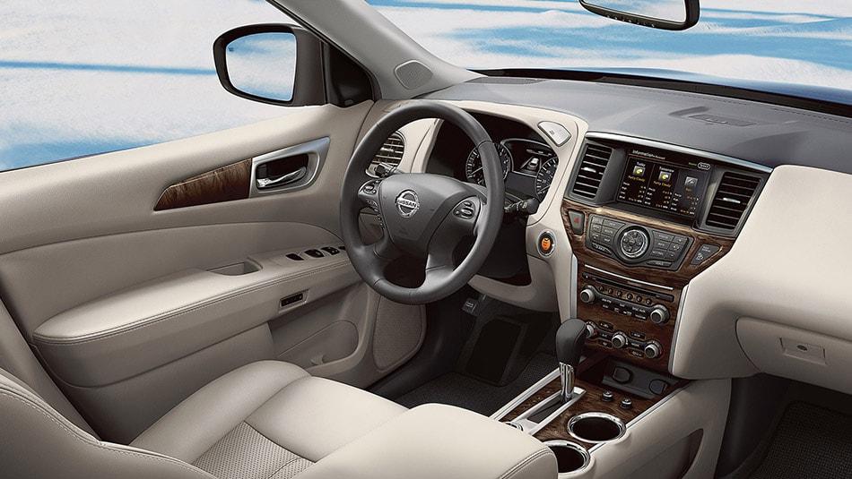 Специалисты компании Nissan тщательно проработали эргономику водительского места